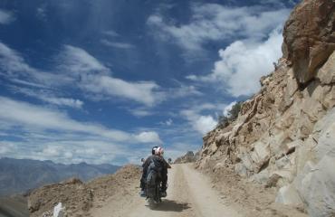 wypozyczalnia motocykli leh himalaje manali rent a motorbike