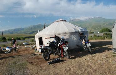 Jurty w Kirgistanie, wyprawy motocyklowe, enduro, UTV