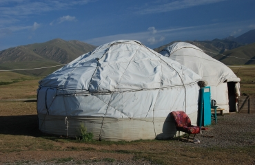 jurty kirgiskie, motorem po Kirgizji