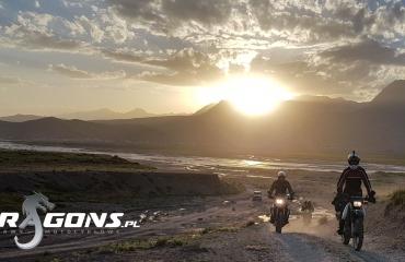 Podróze motocyklowe Kirgistan Azja pamir silk road kyrgyzstan wyprawy autami