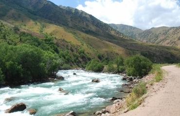 Silk route kirgistan, motorcycle trip, UTV off road trip