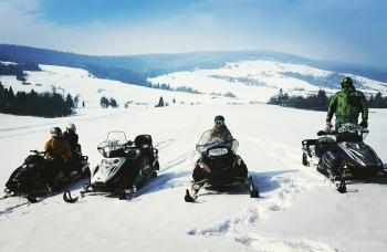Skutery śnieżne - zimowa przygoda w Karpatach